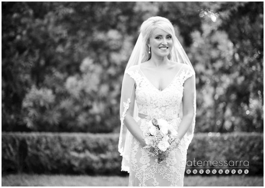 Houston Bridal Portraits outdoor in black and white